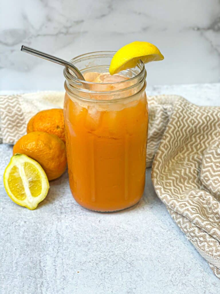 Natural ingredients combined to make a yummy and easy juice. This skin glow raw juice will have your skin looking youthful.